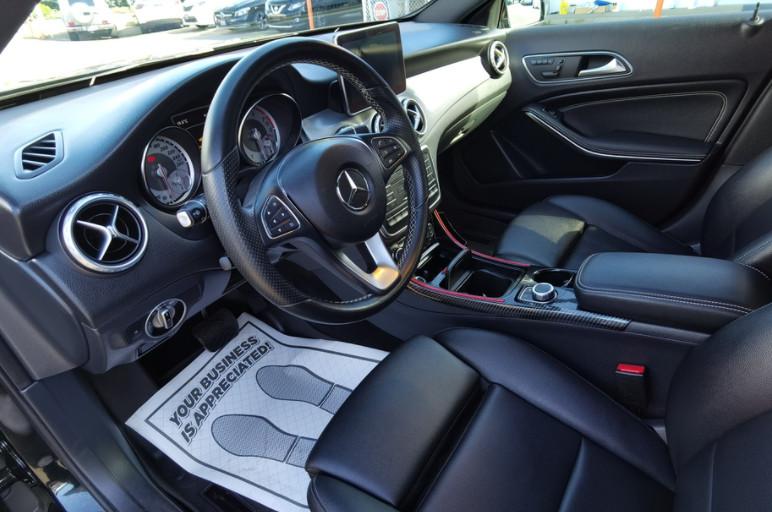 2016-Mercedes-Benz-GLA250